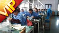 电动自行?#26723;コ档?#27744;工厂宣传片 工人在生产?#23548;?#24537;碌繁忙的工作
