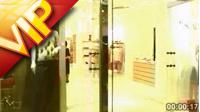 豪華高檔購物 女孩商場逛街挑選衣服 店員繁忙工作高清實拍