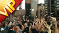 商務人群 外國人群狂歡跳舞慶祝噴彩色絲帶 高清實拍視頻素材