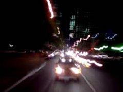 標清實拍 夜晚高速穿梭的車輛 車輛快速行駛穿過城市公路