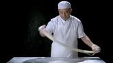 厨师拉面制作过程高清实拍视频素材