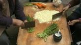 切饺子馅剁饺子馅韭菜胡萝卜高清实拍视频素材