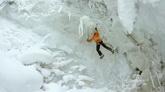 航拍 极限运动 滑雪 登雪山 雪山攀岩 登山运动高清实拍视频素材