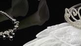 金饰饰品 项链 手套 皇冠特写镜头高清实拍视频素材