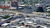 俯拍城市车流 汽车快速流动高清实拍视频素材