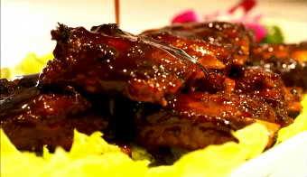 中国美食 糖醋排骨与红椒炒肉高清实拍视频素材