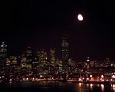 城市夜景月亮升起实拍视频素材
