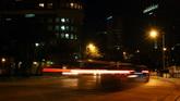 城市街道夜景汽車快速行駛高清實拍視頻素材
