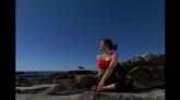 河边阳光下练瑜伽 标清实拍视频素材