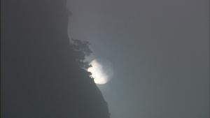 烟云遮日朦胧风光美景