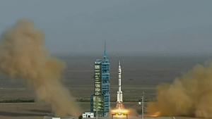 火箭发射喷生机焰镜头特写