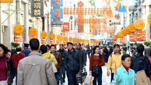 廣州高低九步行街城市人流 逛街購物的人們快速行走