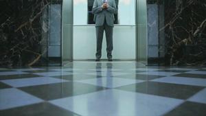 运作中的电梯内部拍摄 电梯关门