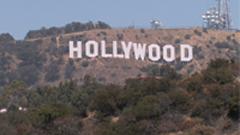山坡上白色的HOLLYWOOD标志