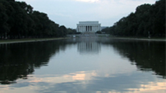 湖面远眺美国林肯纪念馆