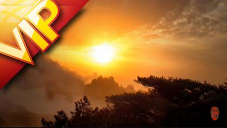 水墨黄山奇峰青松烟雾萦绕美景