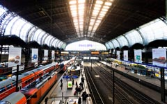高清实拍火车站车来人往场景 Hamburg Hauptbahnhof Timelapse