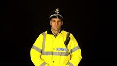 外国男交通警察面部表情姿势摆放特写镜头