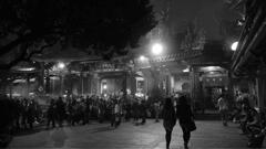 台湾人民云集龙山寺上香祈福浩大场景