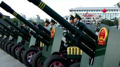 60周年庆典-军队整齐待命鸣礼炮前准备