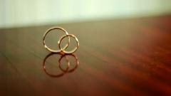 结婚戒指缠绕滚动 高清视频素材 Wedding Rings