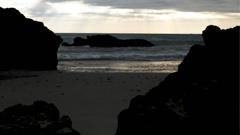 高清实拍黄昏海岸海边浪涌暗礁景色