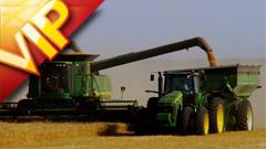 高清实拍机械化收割小麦农忙场景
