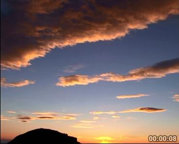 山坡日出云霞照亮蓝蓝天边 标清实拍