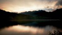 延时摄影 青?#20132;?#32469;绿水时间流逝湖水的变化 自然风光