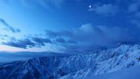 延时摄影 黑夜中的雪白天夜晚银河下的雪山自然风景风光实拍素材