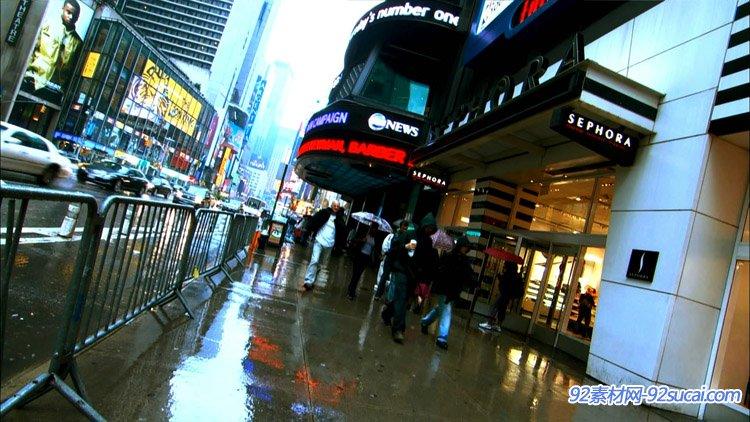 城市人物车流1 雨天地面湿滑 城市道路交通航拍
