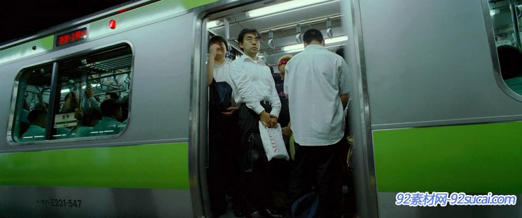 日本商场外步行街人来人生地铁上上下下的上班白领一族高清实拍