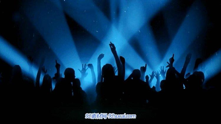 音乐会舞台表演现场观众举手跟着音乐节奏跳动高清动态视频素材