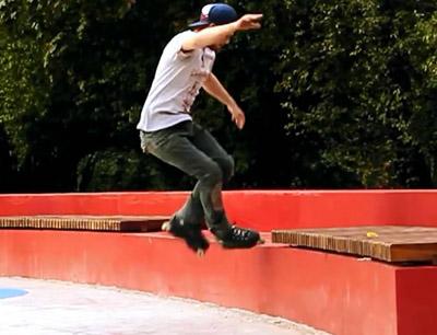 轮滑城市少年溜冰技术技巧穿轮滑鞋跳跃高难度动作高清实拍视频