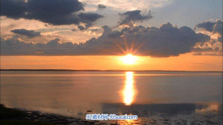 湖边日落晚霞小舟狗尾巴草自然风光风景高清实拍视频素材