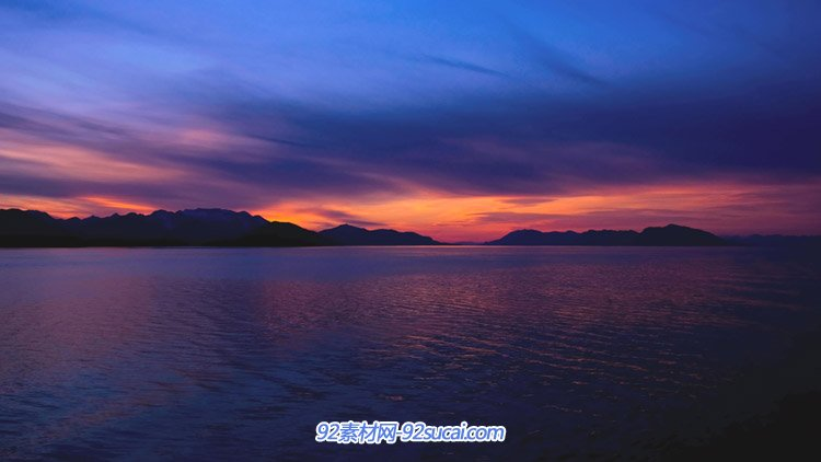 天边日落晚霞余晖青山缭绕五彩缤纷的海洋4K高清自然实拍视频素材