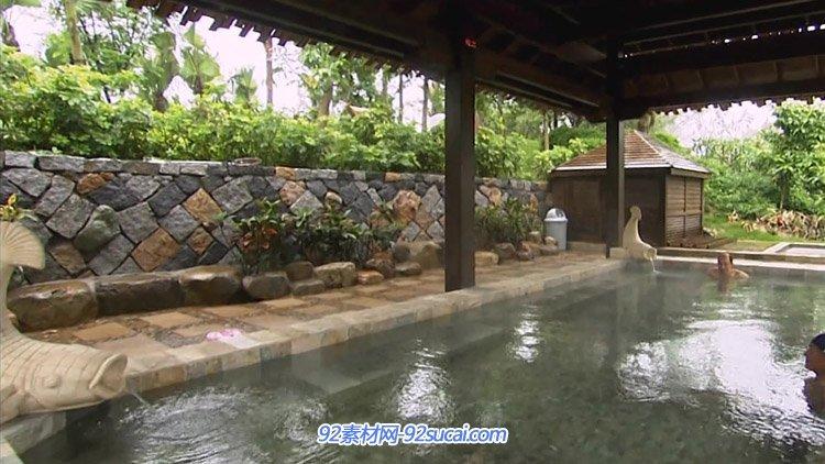 厦门日月谷温泉度假村 园林式露天温泉 石板温泉水中游鱼高清实拍