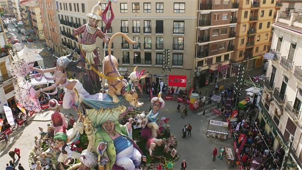 欧洲热闹街头儿童节目表演超清实拍