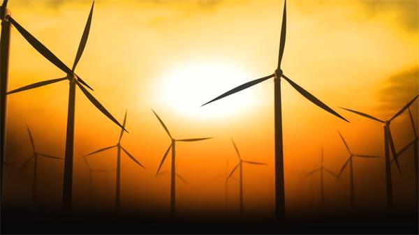 夕陽下風力發電機隨風轉動高清背景視頻素材