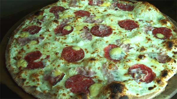 披萨和面抛饼烘烤上桌制作流程高清实拍