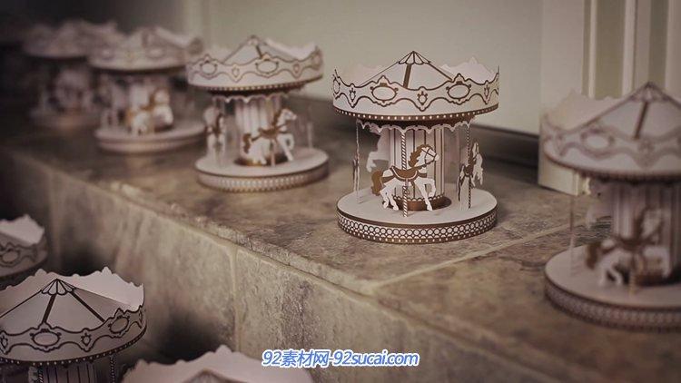 温馨手工制作的旋转木马工艺品夜间自转实拍视频