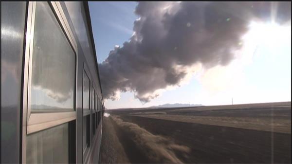 蒸汽客运火车铁路上奔驰沿途美景 客运火车高清实拍