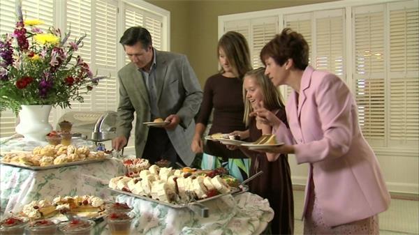 家庭聚餐活动派对延时慢镜实拍高清视频素材