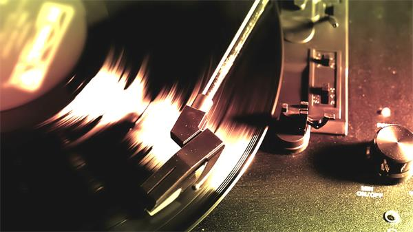 复古怀旧老唱机黑胶唱片播放旋转高清实拍