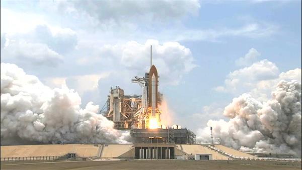 震撼航天火箭升空瞬间烟雾滚滚火箭发射平台高清实拍
