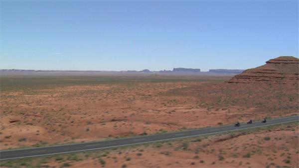 摩托车荒野高速行驶高空实拍航拍高清视频素材