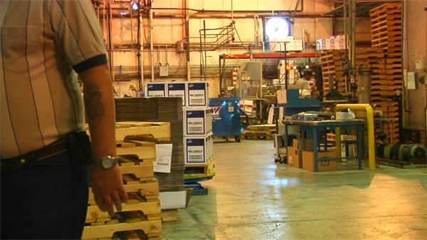 工人叉车工作搬运物品拍高清视频素材
