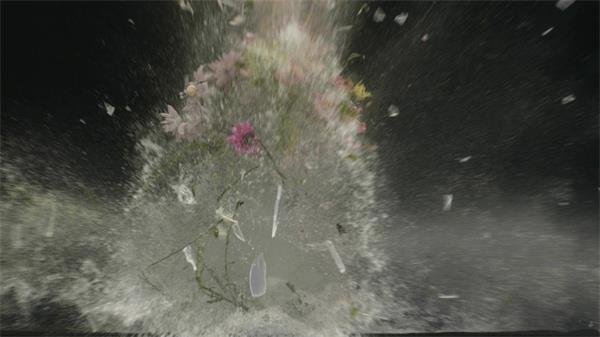 玻璃花瓶慢动作爆炸花朵散落实拍慢镜高清视频素材