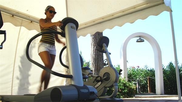 户外跑步机跑步健身实拍高清视频素材