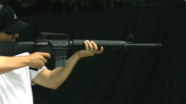 自动步枪击发子弹出膛慢镜实拍高清视频素材